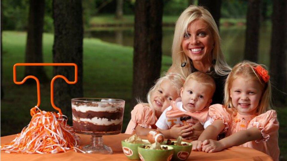 Lane Kiffin with her children, Source: CDN