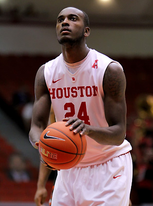 Houston s kelvin sampson working to rebuild his college career and