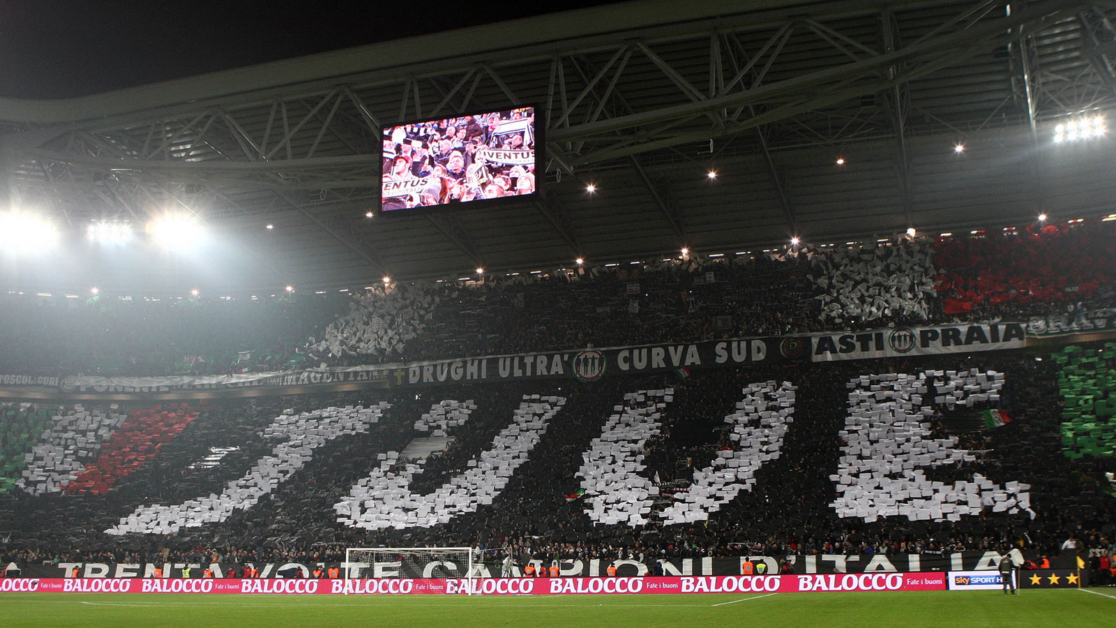 Juventus fans make a statement in Turin in a match vs. Inter Milan.