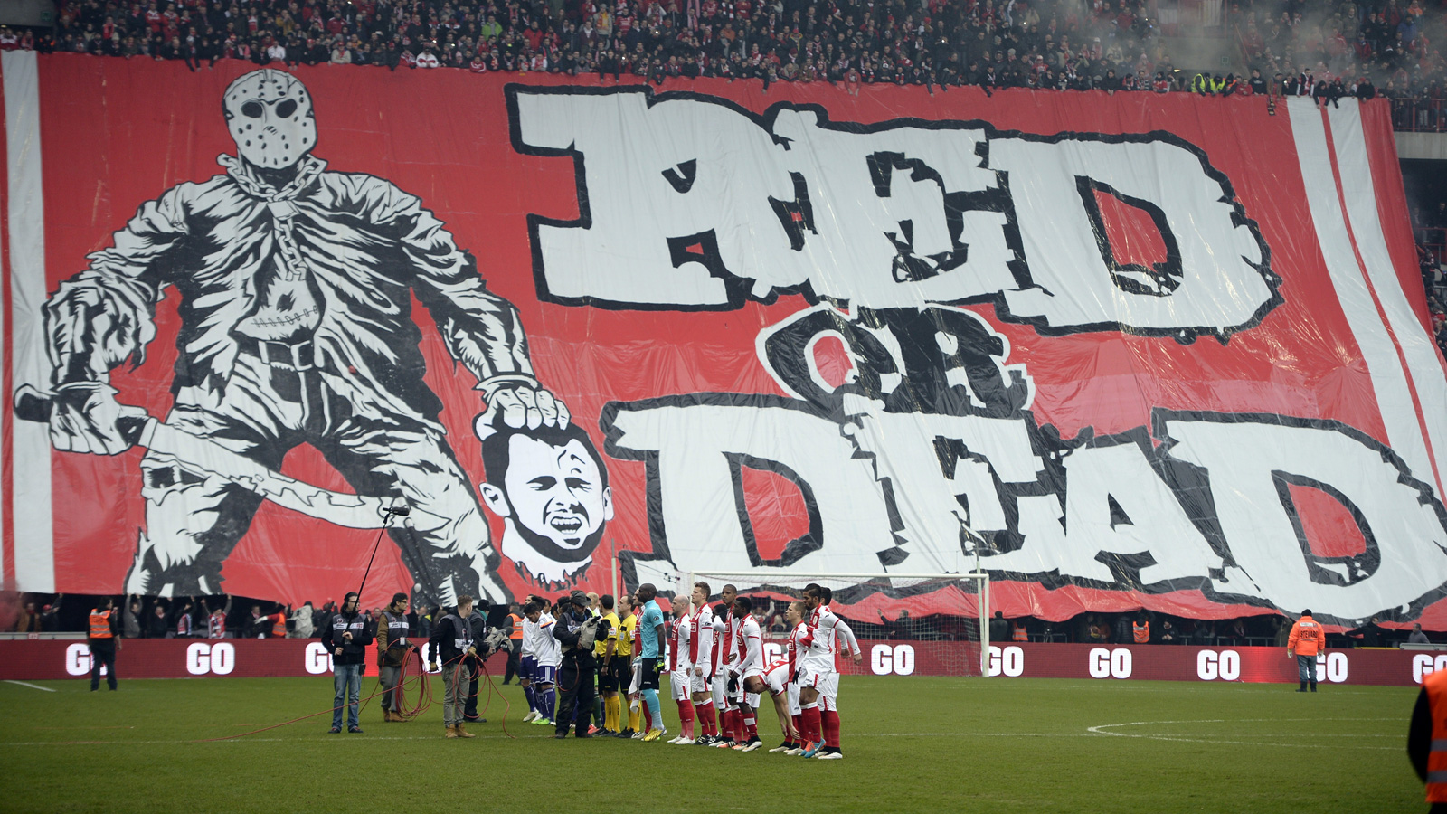 Standard Liege fans have a pointed message for Steven Defour, who departed the club for Belgian rival Anderlecht.