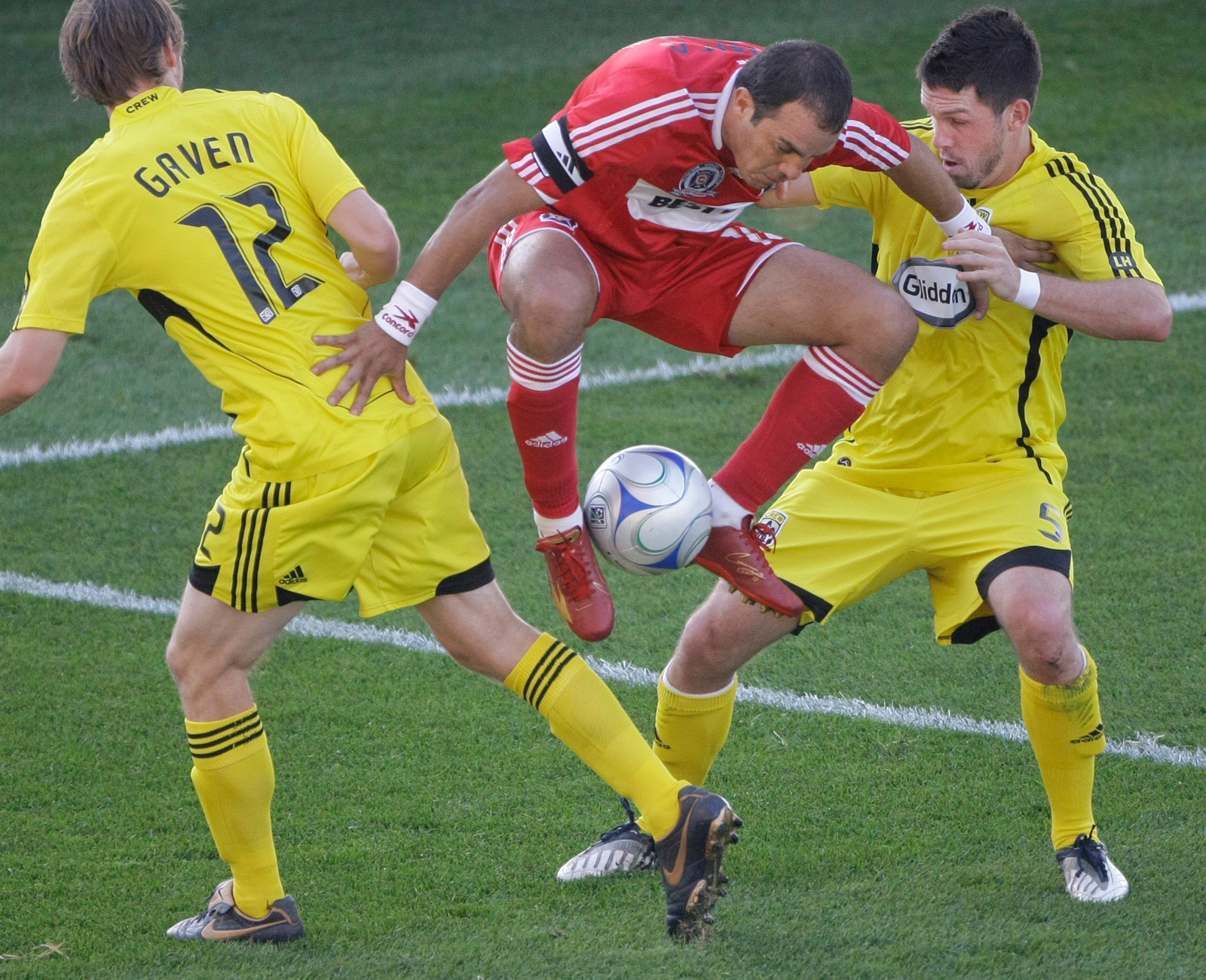 Blanco tries his signature Cuauhtemiña in a 2008 match against the Columbus Crew, putting the ball between his legs and carrying it while jumping between a pair of defenders.
