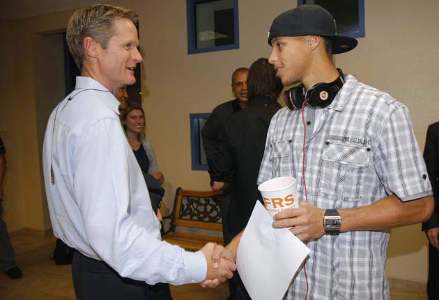 Then-Suns GM Steve Kerr meeting Warriors rookie Stephen Curry before a preseason game in 2009.