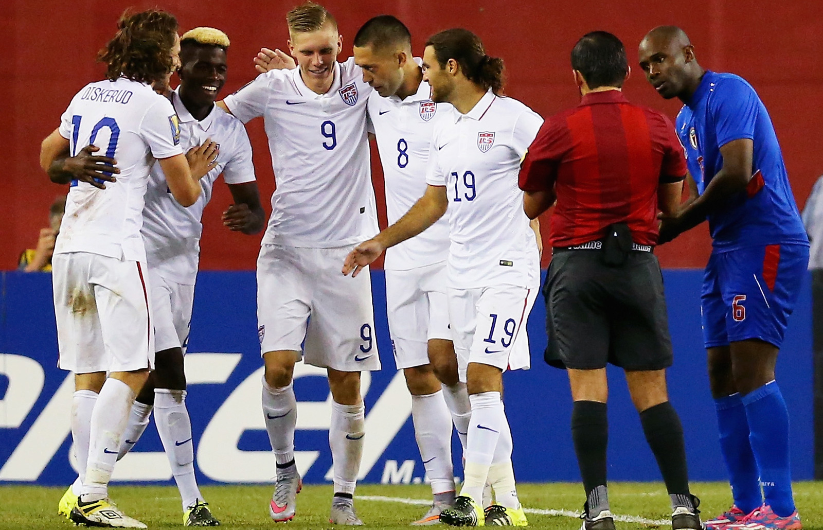 Clint Dempsey (8) is congratulated by his teammates after a 47th-minute goal gave the USA a 1-0 win over Haiti in the Gold Cup. Gyasi Zardes, second from left, came on at halftime and assisted, and the win clinched first place in Group A.