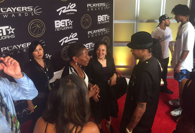 Allen Iverson (right) and NBPA executive director Michele Roberts catch up before the awards.