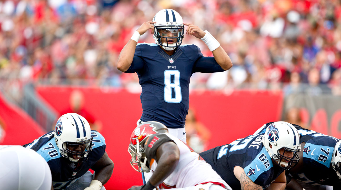 marcus-mariota-bucs-week-1-pointing-to-h