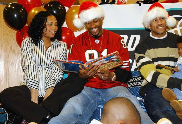 Sherra and Lorenzen Wright (far left and center) at a Grizzlies holiday event in 2003.