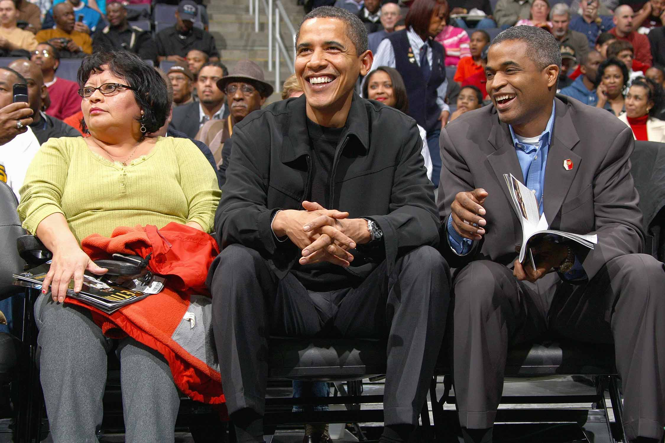 Obama sitting courtside for a Wizards-Bulls game in 2007.