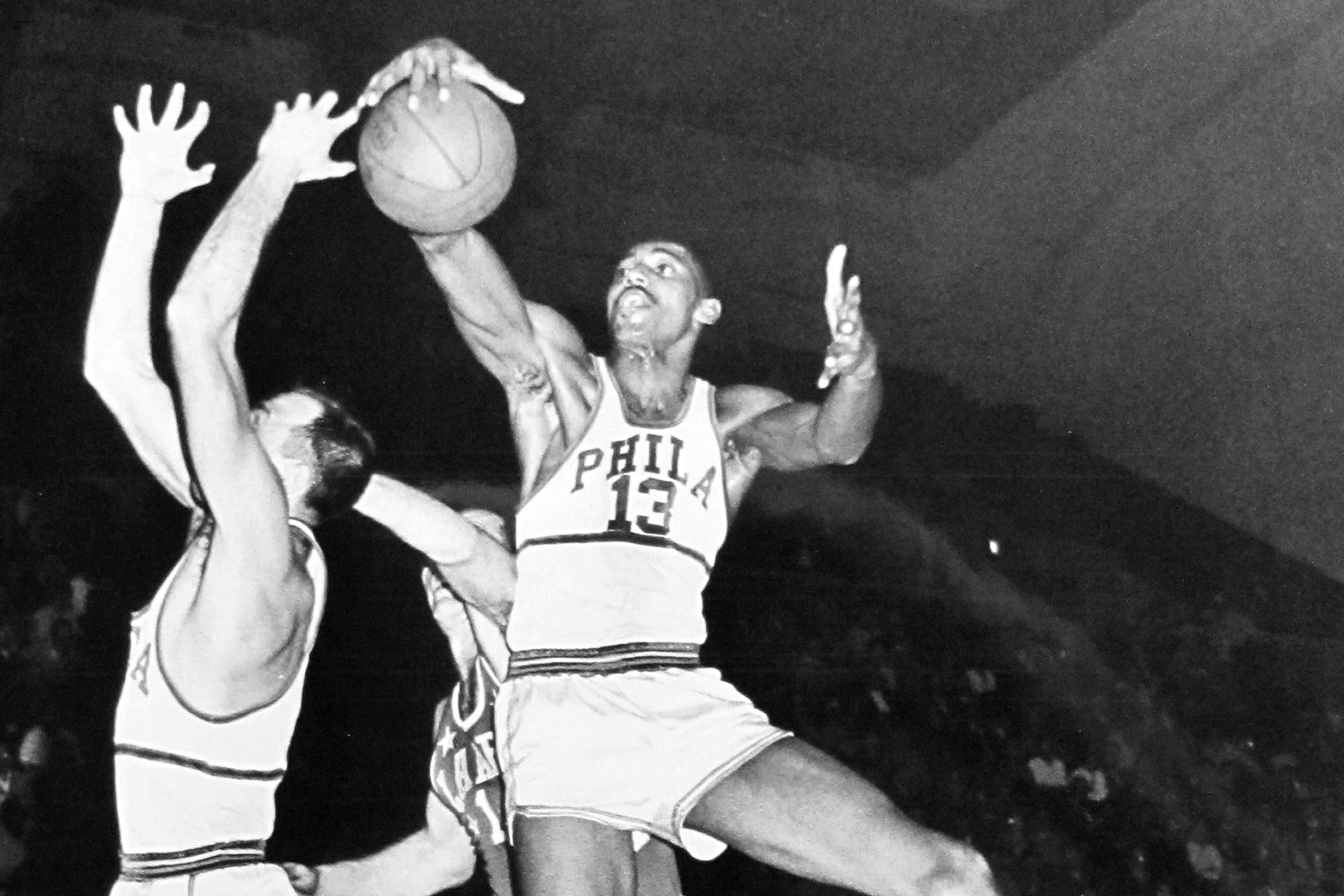 Wilt Chamberlain recorded a ridiculous 43 point and 28 rebound effort in his NBA debut for the Philadelphia Warriors.