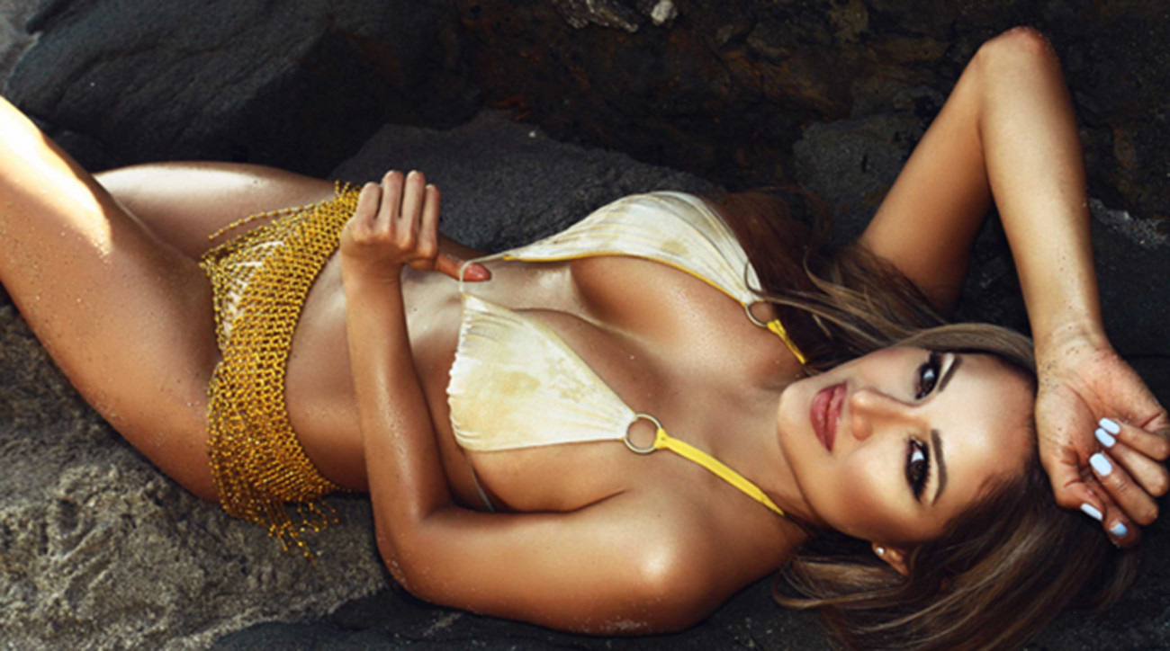 Weekend Hot Clicks: Josie Montalvo; NFL Wild-Card weekend