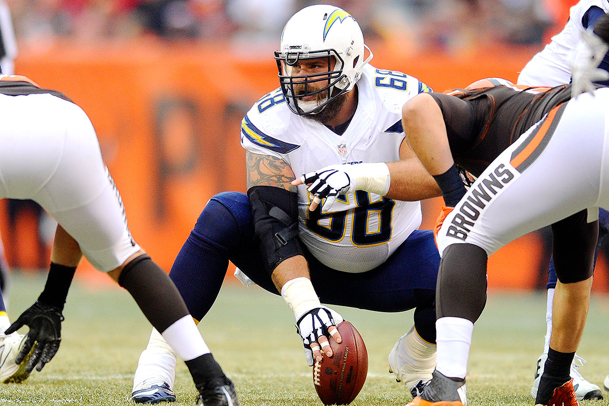 A center himself these days, Slauson started all 16 games at that position for the Chargers this season. Most of his prior NFL history, however, came from a guard spot. After a quiet rookie season, the 2009 draft pick did not miss a game as a Jets starting guard from 2010-12. He also played every game for the Bears in both 2013 and '15, before relocating to San Diego this past off-season. A strong, reliable blocker up front, Slauson even drew looks as a possible OT when he was on the free-agent market.