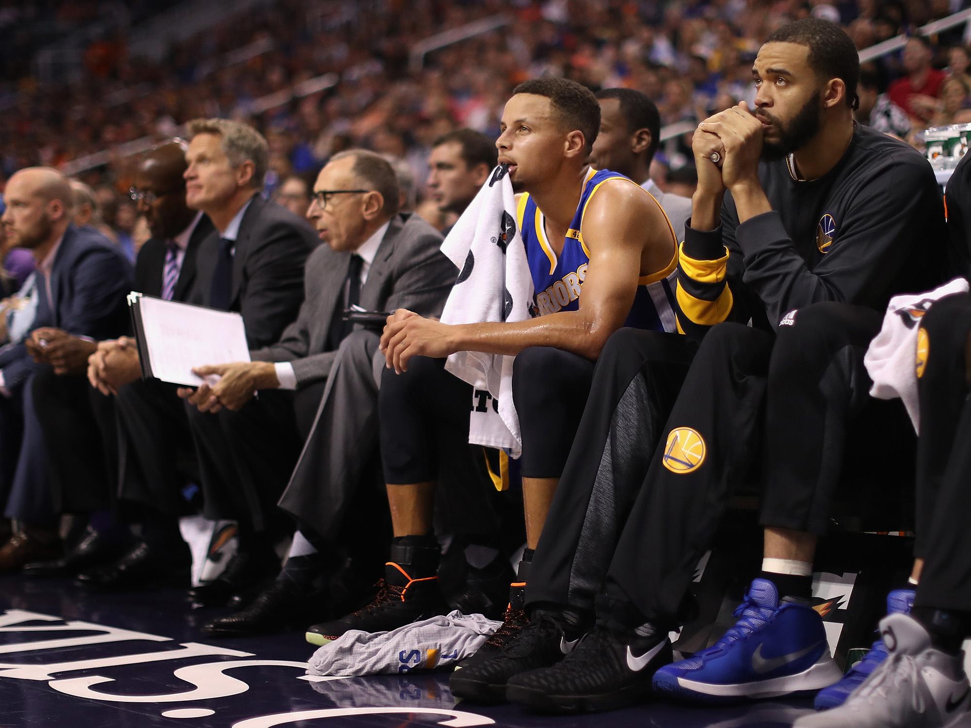 Spurs crush Warriors in battle of backups