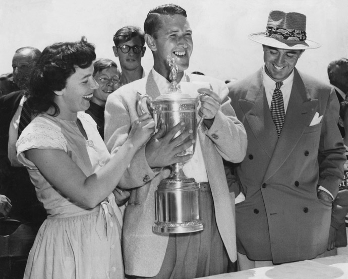 Lew Worsham (middle) accepts the 1947 U.S. Open trophy next to his wife.