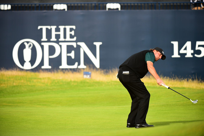 Phil Mickelson had a birdie putt on the 18th hole to shoot 62, the lowest round in major championship history.