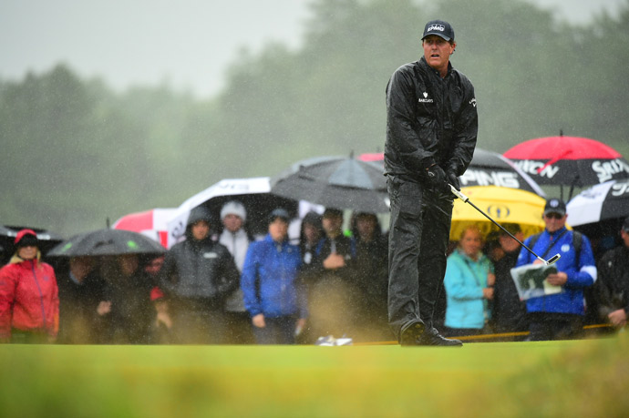 Mickelson takes a one-shot lead into the third round.