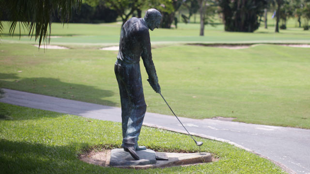A bronze statue of Gonzalez greets visitors at Gavea, where he taught for more than half a century.