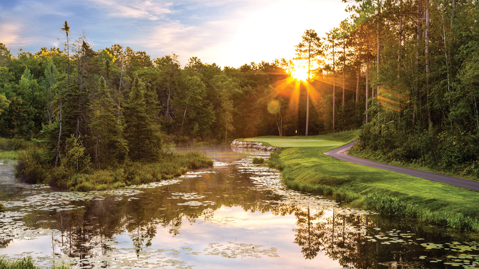 The par-3 7th hole on the Lakes nine at The Pines.