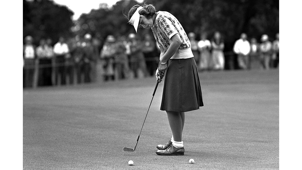 Shirley Spork sinks a short putt on the 18th green during the 1946 Women's Western Open.