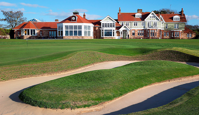 A close-up view of the 18th green and clubhouse.