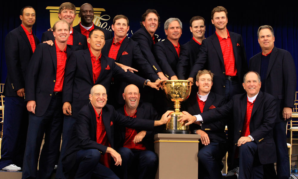 Jordan posed with the victorious U.S. Team at the 2009 Presidents Cup.
