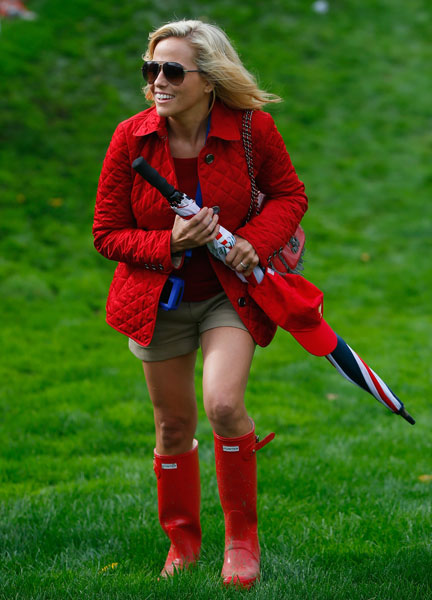 Amy Mickelson walks to the green on the 18th hole during the Day Four Singles Matches at the Muirfield Village during the 2013 Presidents Cup.
