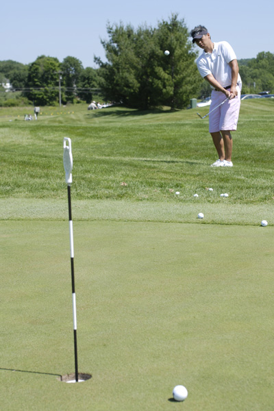 Dave Doctora takes dead aim from just off the putting surface.