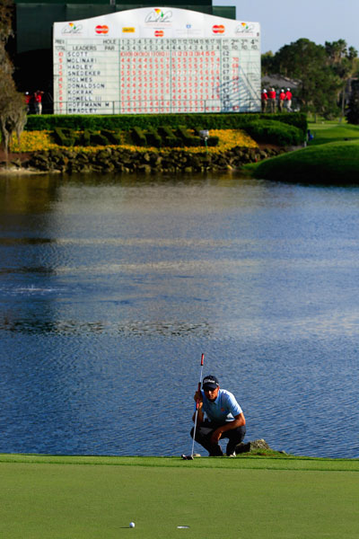 Adam Scott lines up a putt on the 18th green. He bogeyed the hole, one of his few missteps in the round of 68.