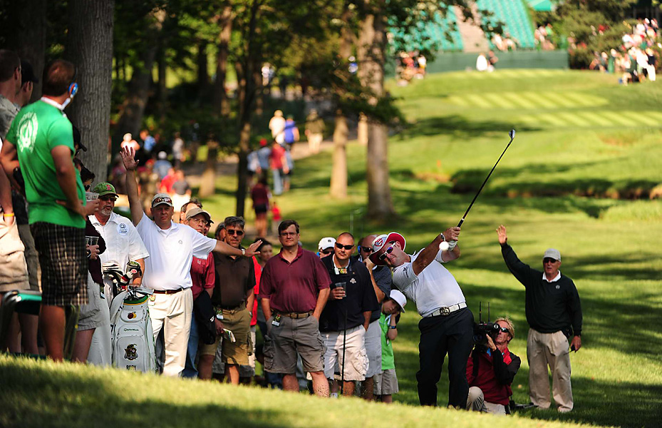Rory Sabbatini tied for second, two shot behind Woods.