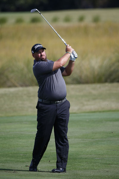 Brendon de Jonge was tied with Brian Harmon at 8-under, a shot behind Russell Henley, after two rounds.