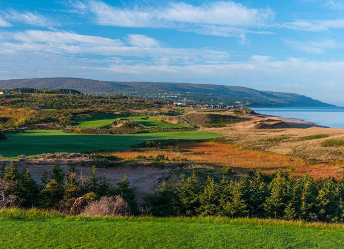 No. 2, Par four, 385 yardsA tee shot over dunes opens to a generous fairway, but the wide landing area presents risks and rewards.