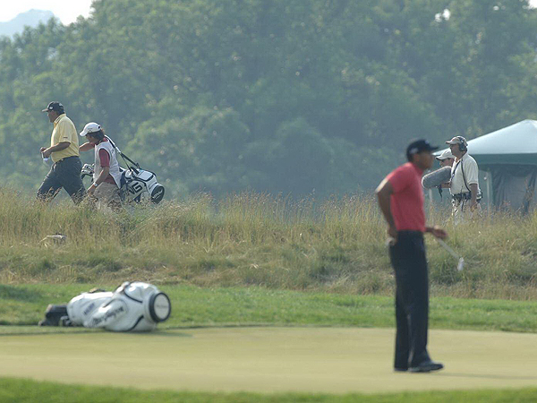 As the afternoon wore on, Woods continued to grind but Cabrera was marching toward his first major title.