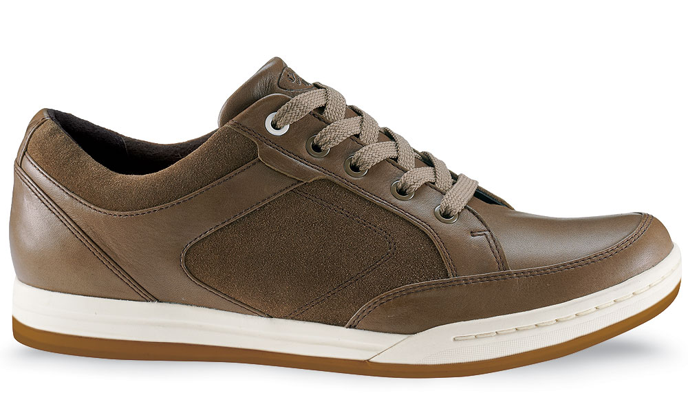 Callaway Del Mar ($129.99, Buy at Shop.Golf.com)                        Callaway's entry into the cleatless market, the  Del Mar, emphasizes comfort and sporty good looks, with waterproof leather and moisture-wicking linings. Why not wear them just to walk around on a rainy day?