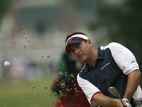 A two-time winner on the PGA Tour in 2006, Ben Curtis started 64-67 at Colonial and is tied for third place, only two shots off the lead.