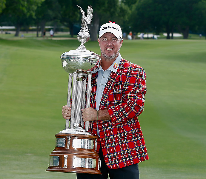 Boo Weekley earned his first title in five years -- and the champion's tartan jacket -- with a one-shot victory at the Colonial.