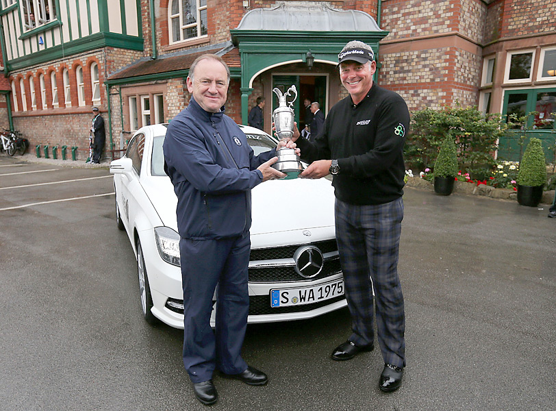 Defending champion Darren Clarke returned the claret jug to Peter Dawson, head of the R&A, on Monday morning.