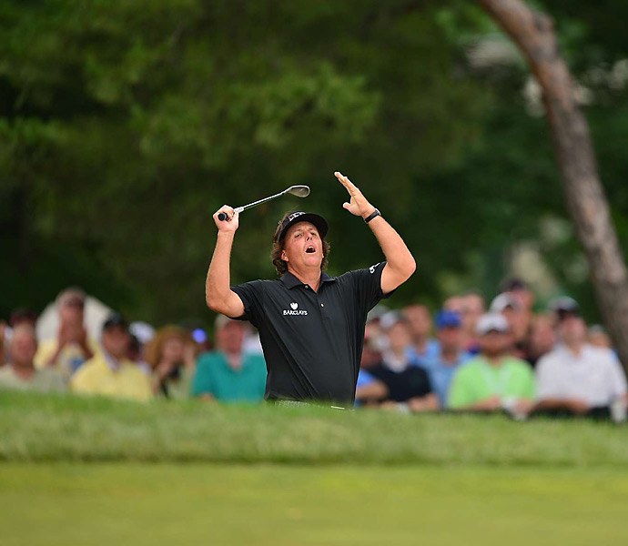 Mickelson narrowly missed several other chances on Sunday to take the lead.