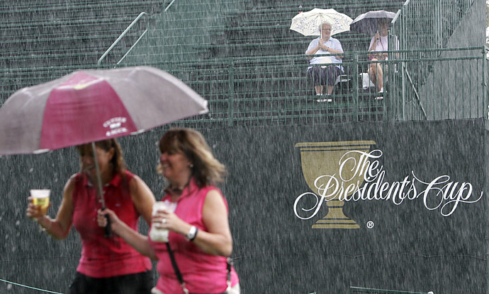 At 3:06 p.m., a storm arrived and play was stopped at Muirfield for more than two hours.
