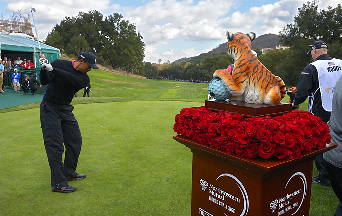 Tiger Woods tied his course record on Friday at Sherwood with a 10-under 62.