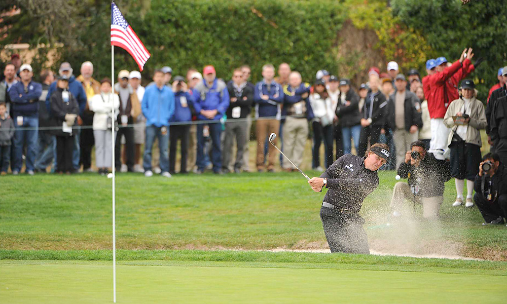 Mickelson started fast, and birdied three of his first five holes.