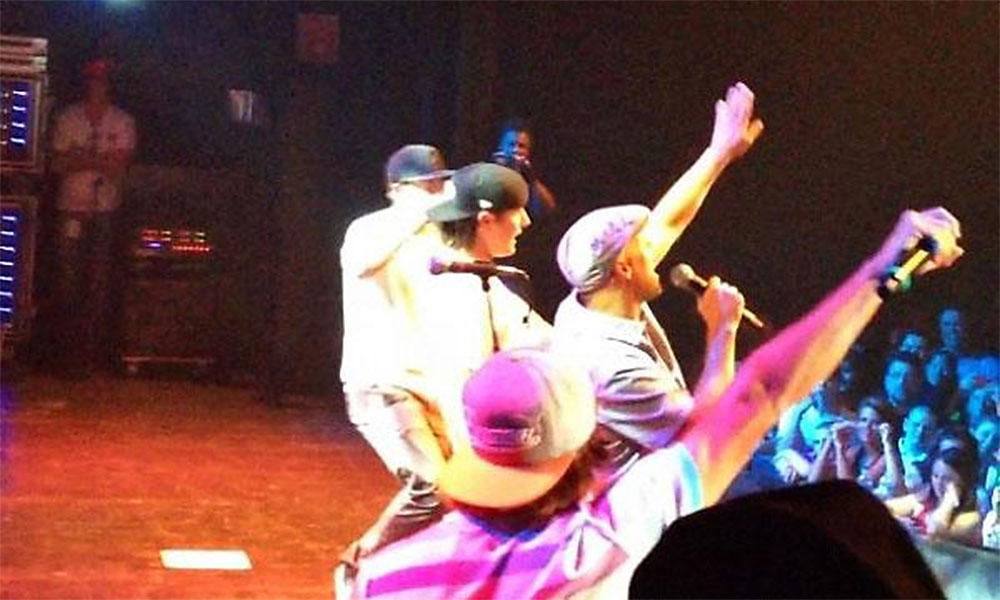 @bencranegolf: Pic from Golf Boys performance @bubbasbash. @RickieFowlerPGA is such a rock star, holding the mic sideways & everything