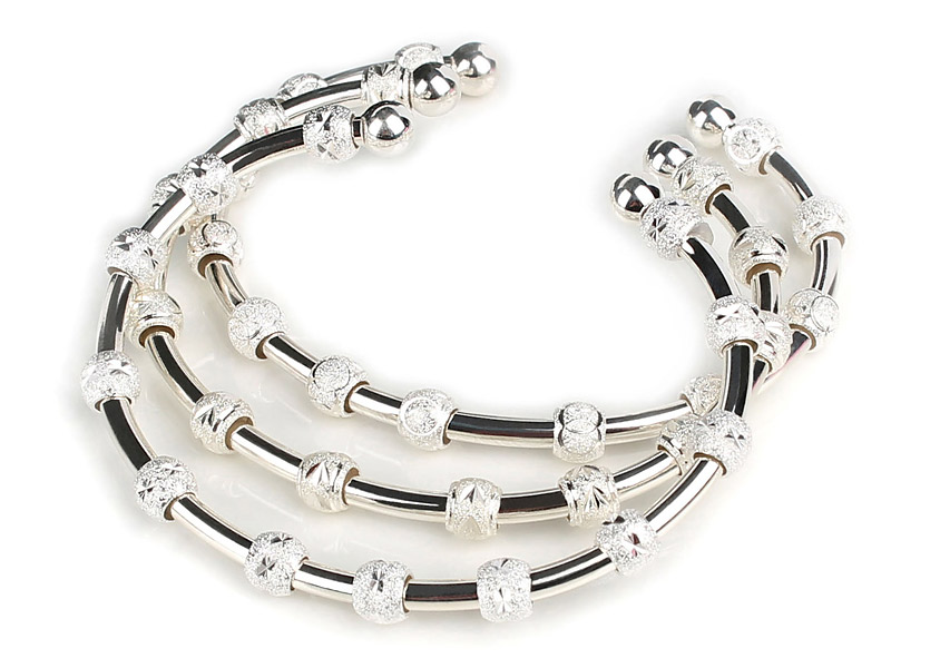 Golf Goddess Bracelet, $88; countmehealthyjewelry.com                       Does Mom need a discreet way to tally her strokes? The Golf Goddess bracelet may be the perfect solution. Composed of lightweight, sterling silver, the bracelet includes 12 moveable beads. With an adjustable open cuff, one size fits most.