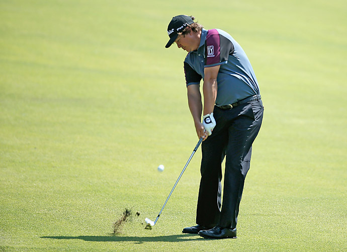 Jason Dufner sits in last place after shooting a 74.