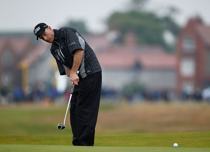 Jim Furyk managed to stay in the mix with his second-straight 1-under 71, joining Scott at 6 under.