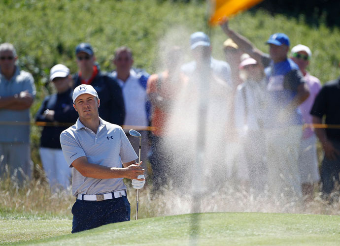 Jordan Spieth shot a 1-under 71 in his opening round.