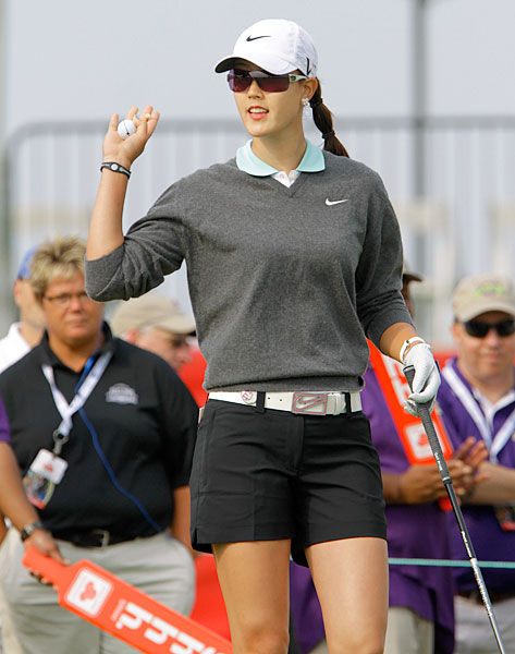 Michelle Wie Follow @TheMichelleWie                        Wie's Twitter is a consortium of everything from her thoughts on golf to her most recent drawing or painting to her interactions with other stars on the LPGA Tour.