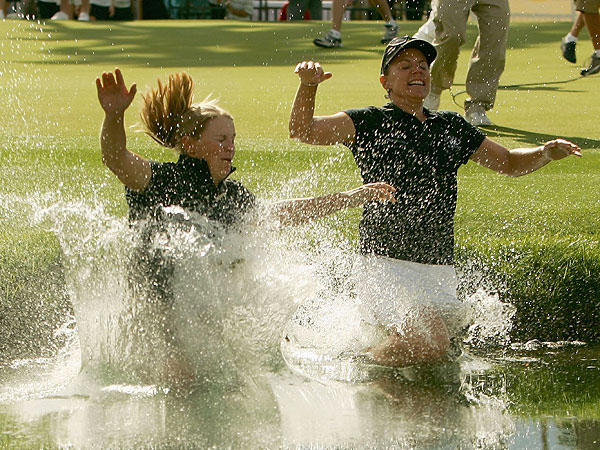 After winning the Kraft Nabisco Championship at Mission Hills Country Club in 2005, Annika (right) took the ceremonial plunge into the Champion's Pond with her sister, Charlotta.