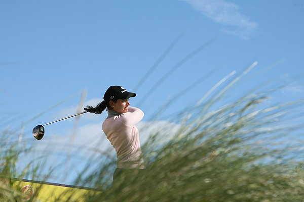 Lorena Ochoa took advantage of an early tee time and shot a 67 to put herself in the lead at the 2007 Women's British Open.