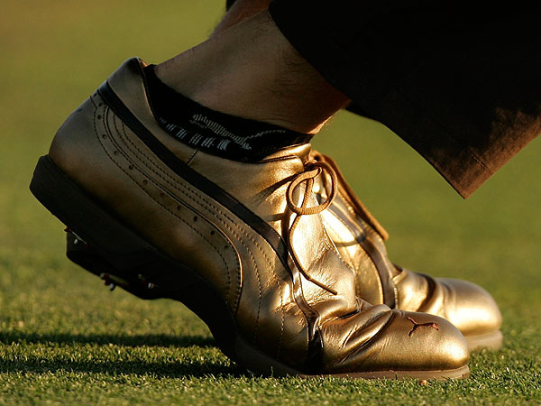 Although he has a relatively mild personality, Ogilvy is not above making bold fashion statements, like these gold golf shoes at the 2007 Masters.