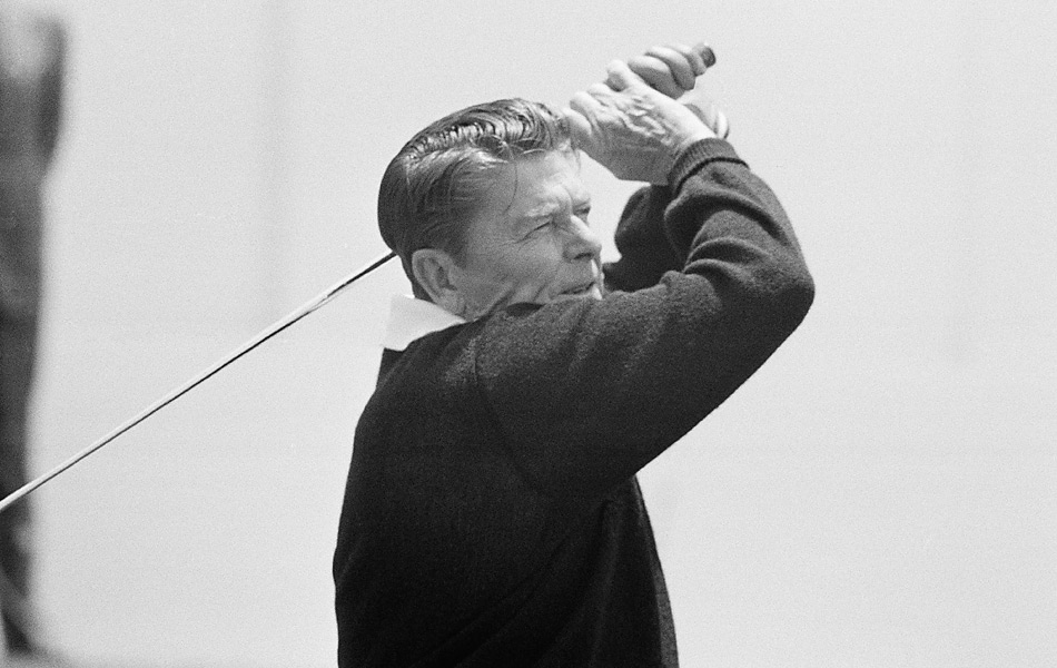 He may not have been a regular player, but Reagan might have made the first putt on Air Force One. Photo: Ronald Reagan hits his tee shot on the first hole of Los Angeles Country Club on June 8, 1976.