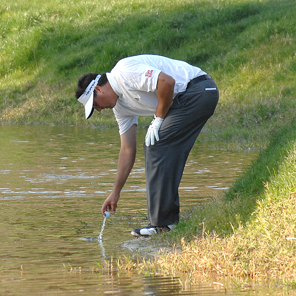 Arizona native Pat Perez managed to shoot 69 in the third round despite this run-in with a water hazard.