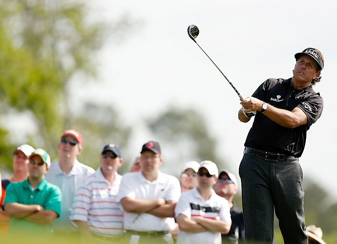 Phil Mickelson struggled to an opening-round 72.